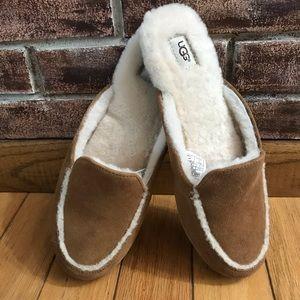 UGG Women's Lane Slip-On Chestnut Loafer Size 9